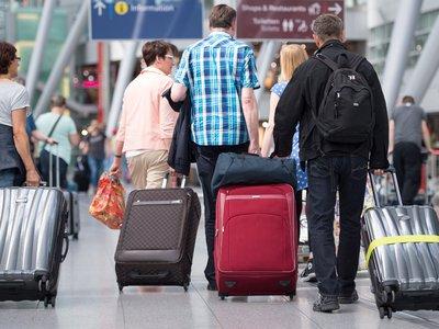 По данным издания, в авиакомпании рассказали, что в процессе разбега у лайнера, выполнявшего рейс