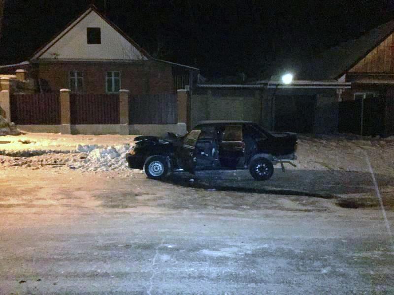 За рулем «Iveco» находился 38-летний житель Миасса. Он не пострадал. А вот 29-летний пассажир лег