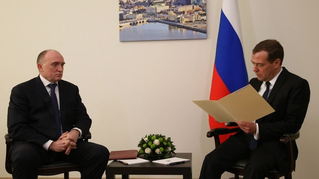 В ходе двусторонней встречи Борис Дубровский доложил главе правительства, что регион выполнил все