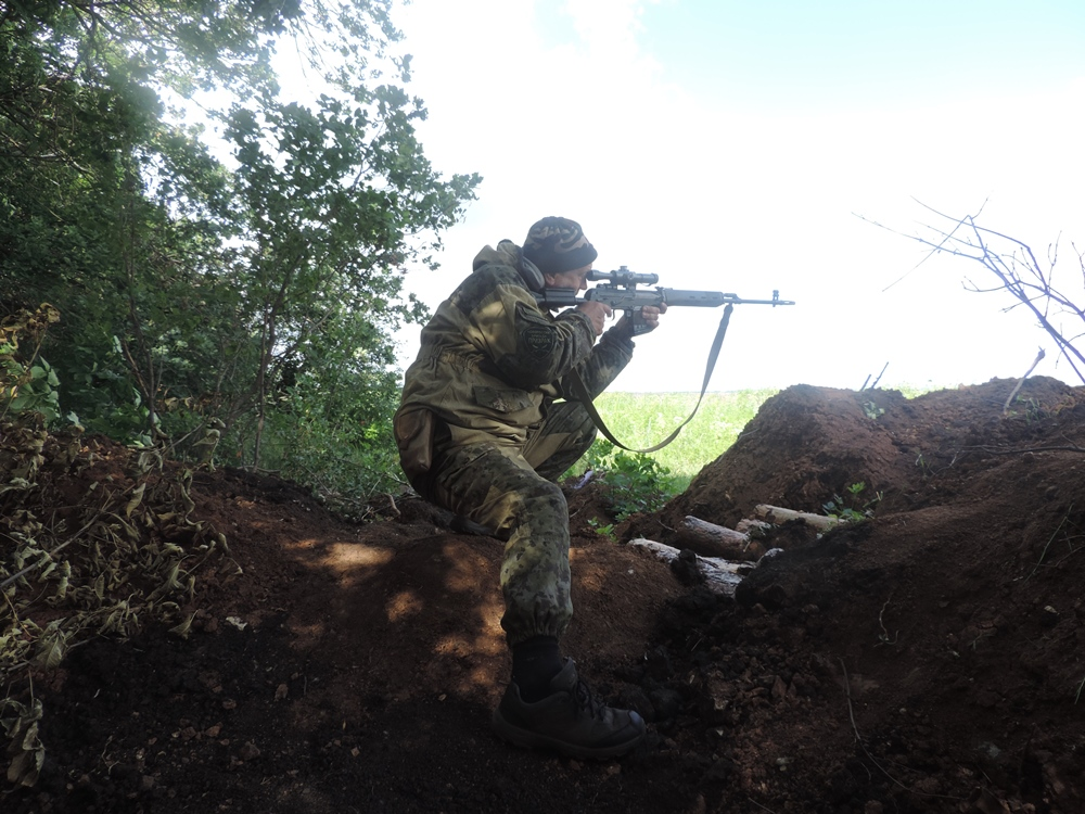 По словам полпреда, по вине Киева ситуация в Новороссии обостряется с каждым днем. Никаких подвиж