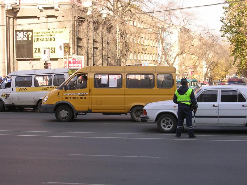 Как сообщил на встрече с журналистами владелец сети маршрутных такси Юрий Русин, давление на води