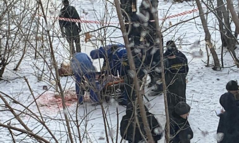 Полицейскому из Челябинска пришлось стрелять, чтобы обезвредить неадекватного мужчину, который во