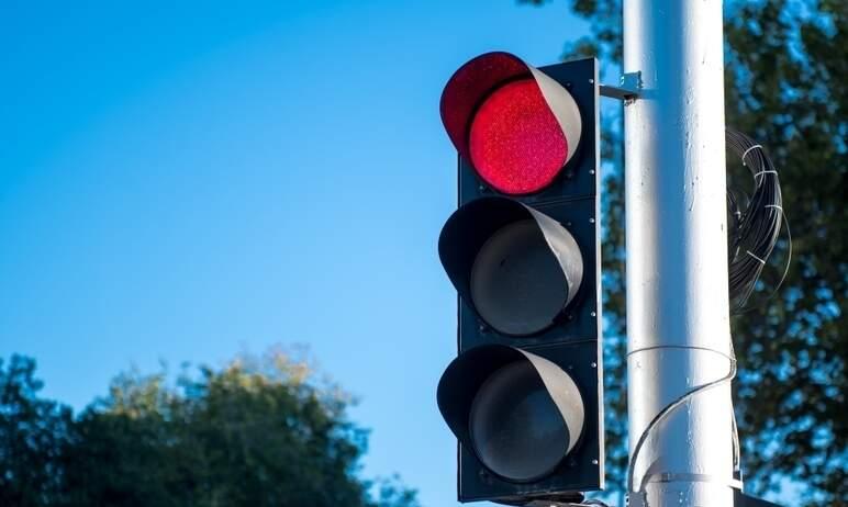 В Челябинске восстановили работу светофора на перекрестке улиц Дзержинского - Гагарина.
