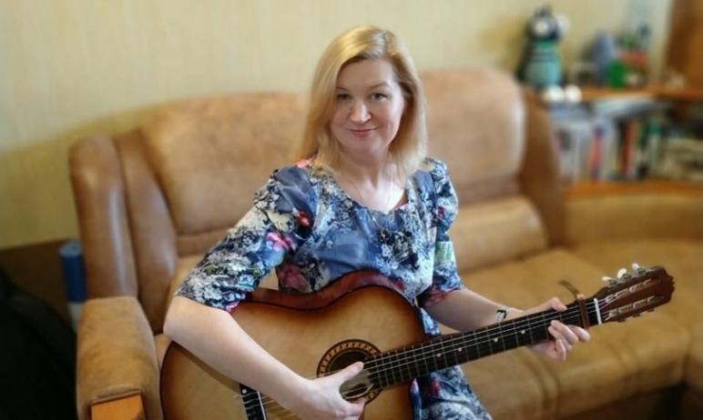 Ольга Рагулина исполнит песню «Сон» на стихи Галины Петровой. Ольга Рагулина - химик, зако