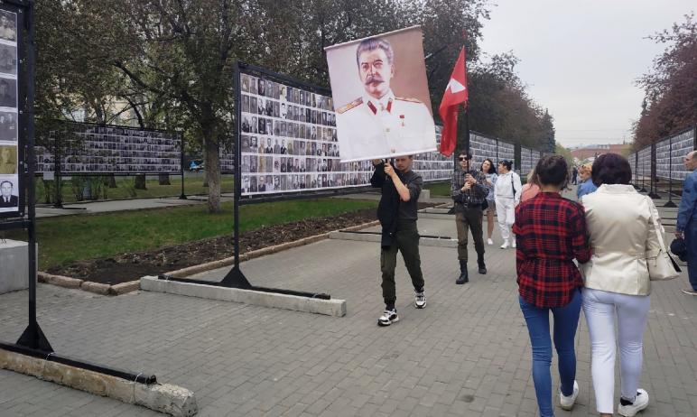 Нынешний День Победы ознаменовался в Челябинске акцией «Вечер со свечами», организованной у Стены
