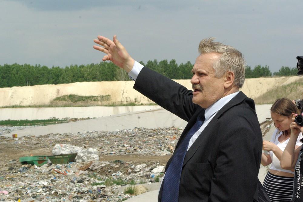 Власти Челябинской области намерены субсидировать часть затрат перевозчикам по вывозу мусора, что