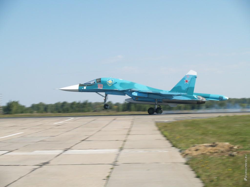 В субботу, восьмого сентября, на военную базу Шагол прилетели три новых многоцелевых истребителя-