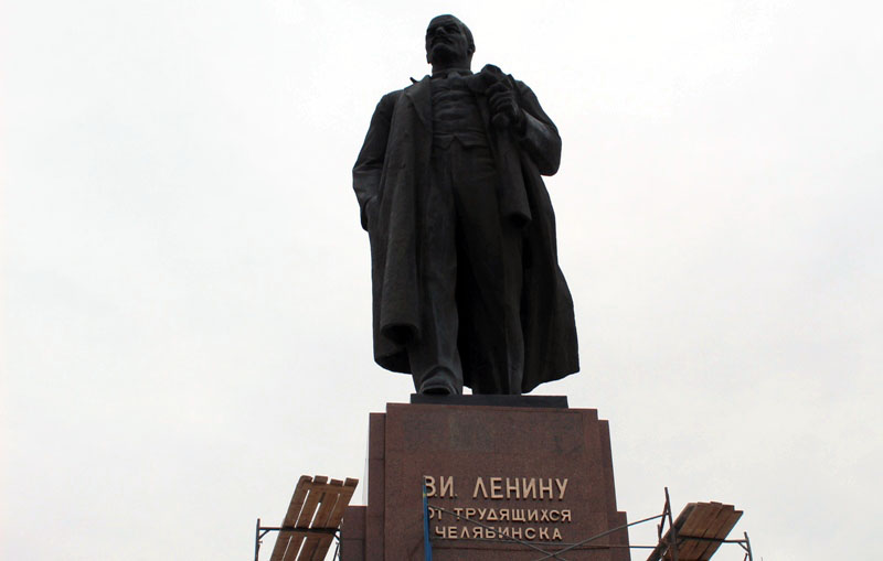 В Челябинске в конце минувшей недели на постаменте вождю мирового пролетариата появились золотые