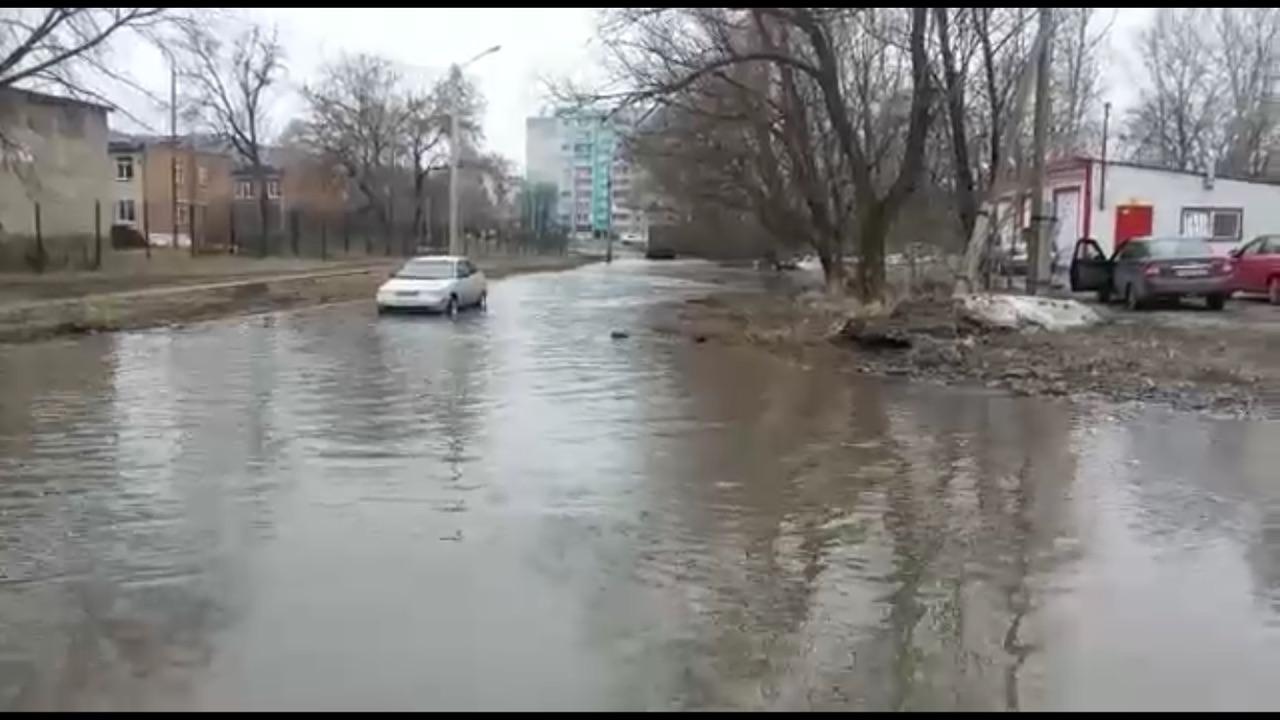 В Миассе (Челябинская область) ликвидировали многолетнюю лужу на улице Богдана Хмельницкого, кото