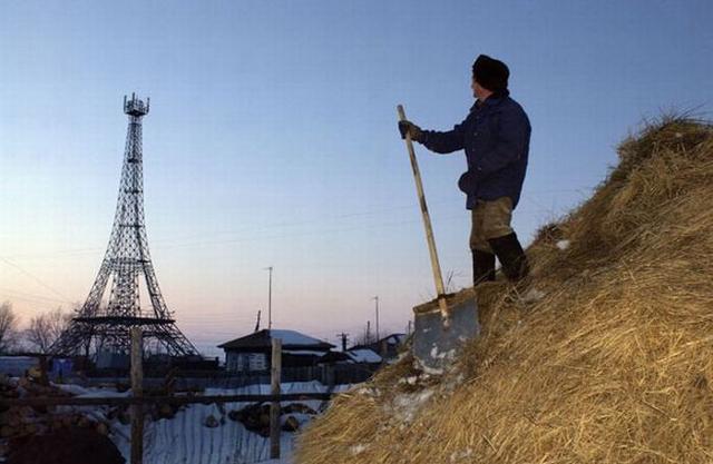 50-метровую вышка в виде «Эйфелевой башни» построена в Нагайбакском Париже 10 лет назад
