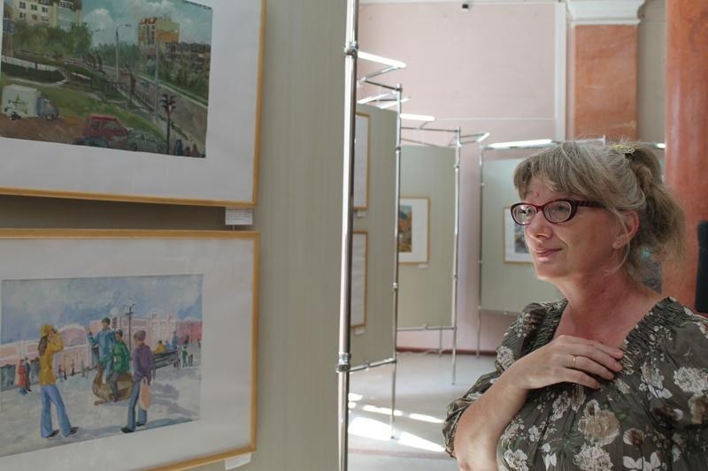 «Выбирая работы для выставки, которая посвящена 280-летию Челябинска и 50-летию нашей школы, мы с