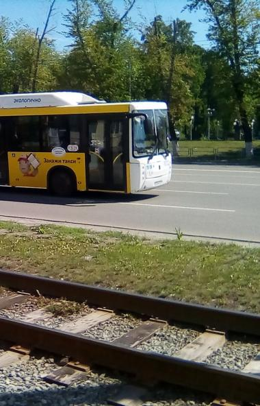 Челябинск столкнулся с дефицитом водительских кадров. Новые низкопольные автобусы, которые в этом
