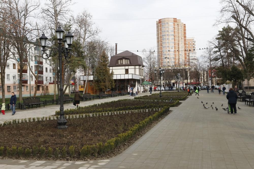 Сквер открылся в декабре 2017 года после масштабной реконструкции. Здесь было высажено больше 8 т