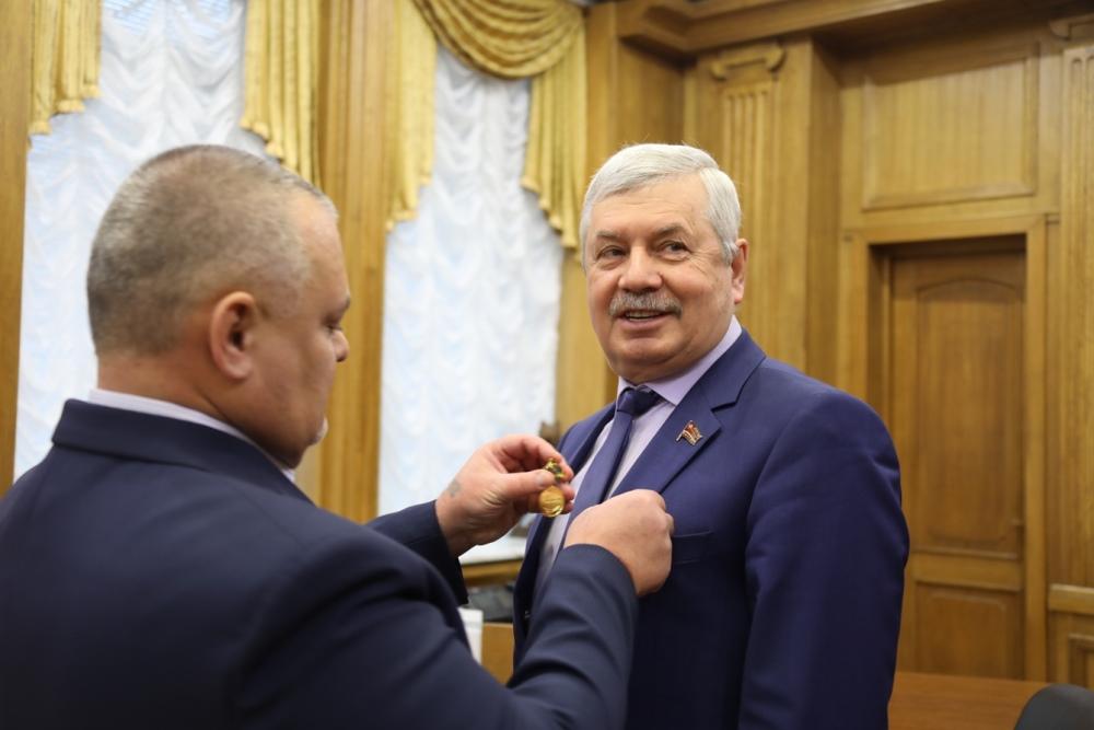 Председатель Законодательного Собрания Челябинской области Владимир Мякуш награжден Юбилейным зна
