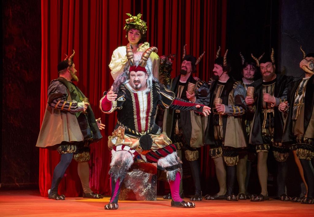 Челябинский театр оперы и балета имени Глинки в этом сезоне (2018-2019) представил зрителю рекорд