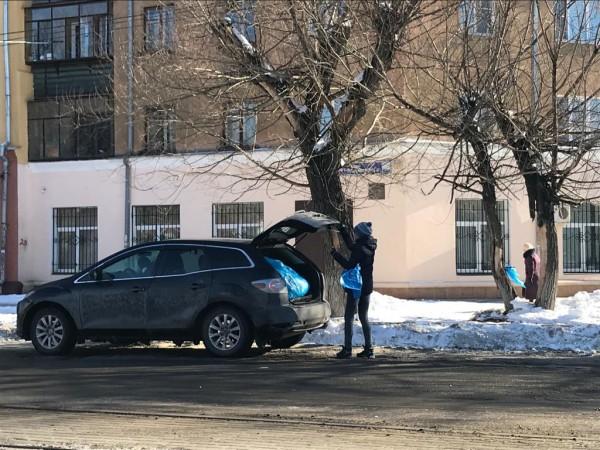 Мусор из «наноурн», установленных в Советском районе Челябинска, вывозят на автомобилях «Мазда СХ