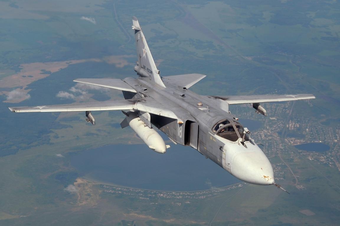 Так, в сети Интернет появился видеоролик с участием бомбардировщика Су-24М ВВС России. Самолет як