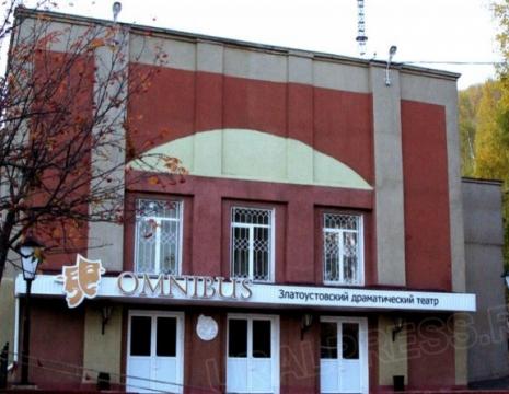 Коллектив Златоустовского государственного драматического театра «Омнибус» вчера, 17 июня,
