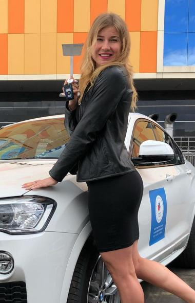 У Челябинской конькобежки Ольги Фаткулитной никто не захотел покупать BMW, который ей подарил пре