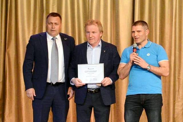 В Челябинске вчера, четвертого июня, состоялось торжественное вручение инвентаря спортивной школе
