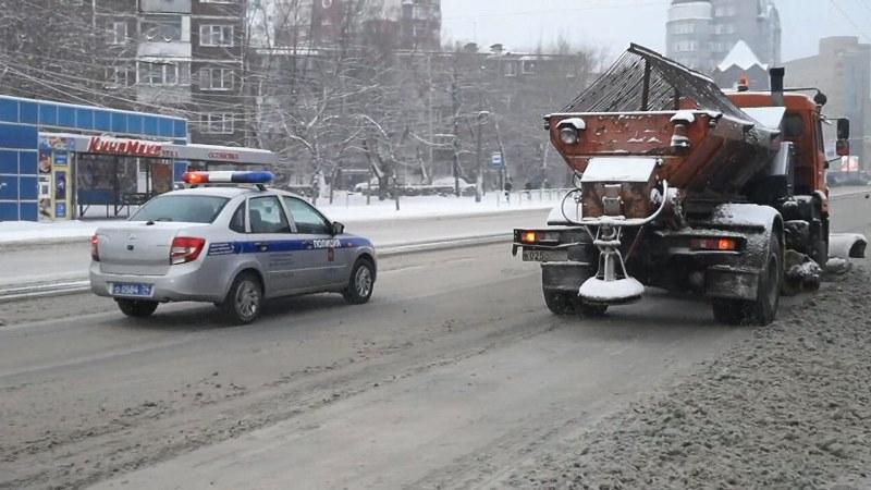 Из-за снегопада сегодня, 14 января, на дороги Челябинска выведены дополнительные экипажи ДПС, в т