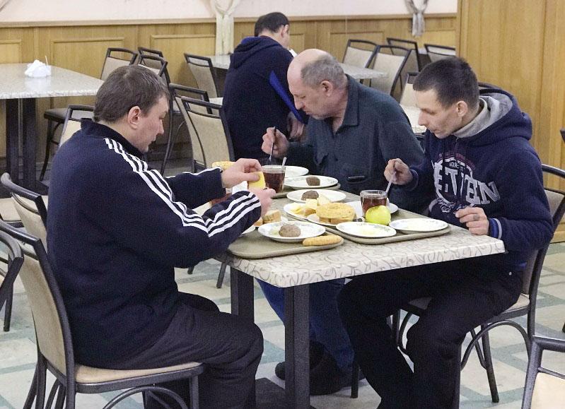 Жильцы общежития в Озерске (Челябинская область), чье имущество было повреждено