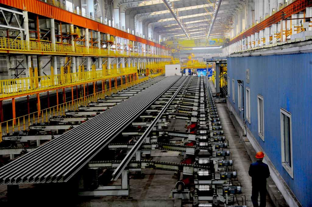 Продукция рельсобалочного стана – высококачественный фасонный прокат: балка и рельсы длиной до 10
