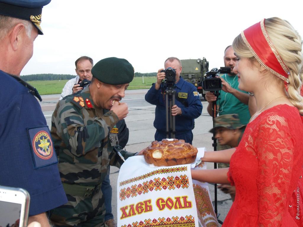 В Челябинске на гвардейской авиабазе Шагол приземлился сначала один борт, через полчаса второй -