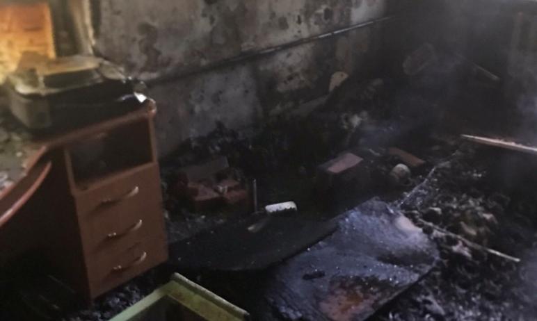 Сегодня, 14 июля, в Челябинске сотрудники МЧС при тушении пожара в квартире на улице Вахтангова с