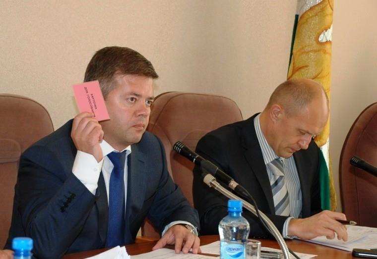«У нас нет сомнений в исполнении бюджета на 2014 год, - заявил Мошаров. - По 2015 году бюджет тол