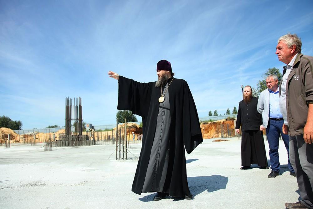 «Один из престолов нового кафедрального собора будет посвящен князю Владимиру, – рассказал митроп