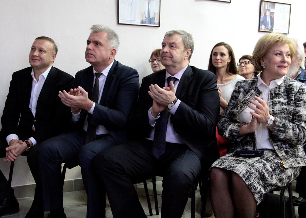 Праздничный вечер в ЦПИ «Библиотека Крашенинникова» посетил глава города Виталий Бахметьев. Он вы