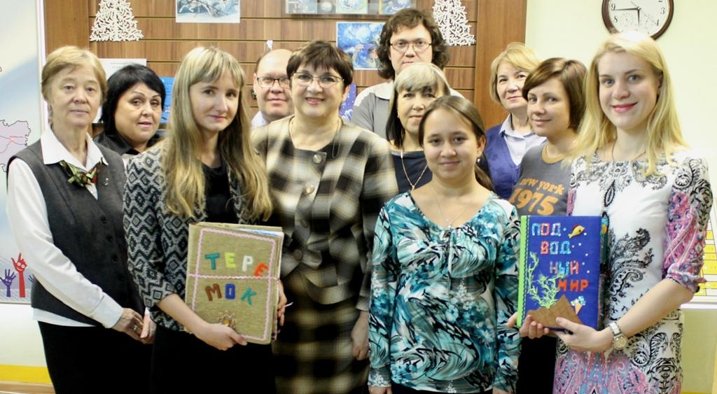 Книги станут приятным подарком в преддверии Нового года и заинтересуют не только юных читателей,