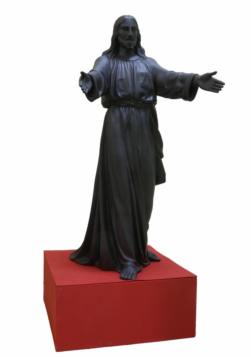 Полутораметровая фигура Спасителя сделана по модели российского скульптора Роберта Баха, автора
