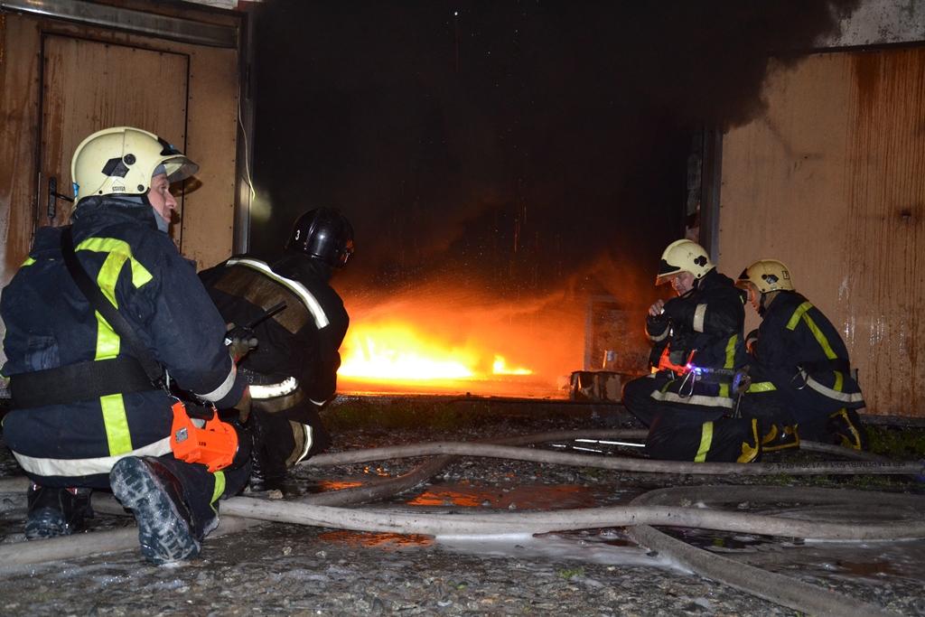 Благодаря слаженным действиям сотрудников МЧС, через три часа возгорание было ликвидировано. Никт