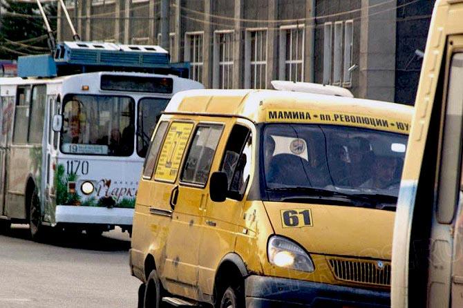 Надзорное ведомство выявило, что договоры с повысившими цены на проезд маршрутчиками официально н