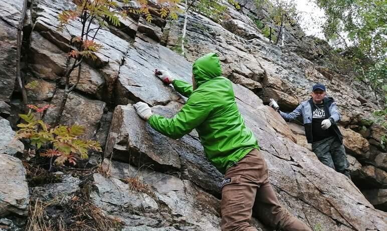 Останцы Семибратки в национальном парке «Таганай» (Челябинская область) очистили от рекламы.