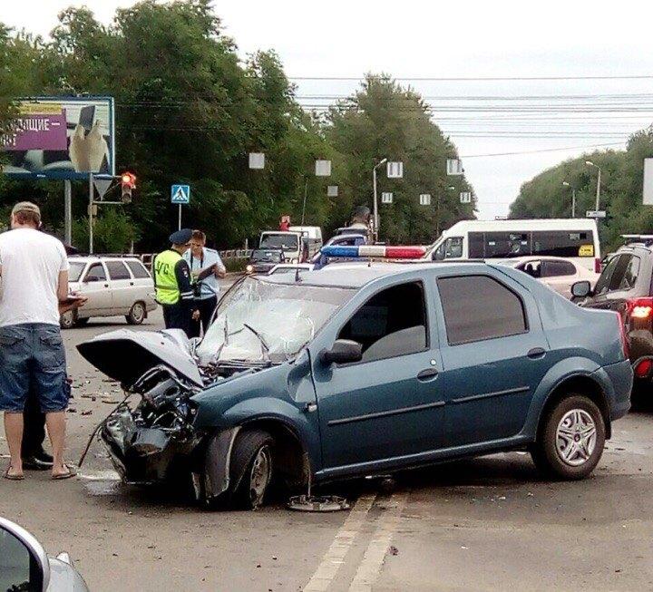Как сообщили агентству «Урал-пресс-информ» в пресс-службе ГИБДД города, произошло столкновение ав