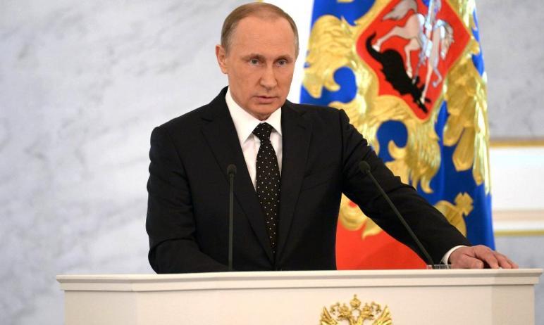 Президент Владимир Путин анонсировал новогодний подарок для семей с детьми до восьми лет. Россиян