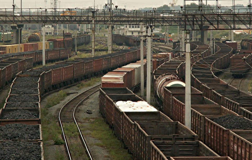 Так, за 9 мес. 2015 года количество сформированных и отправленных на ЮУЖД сдвоенных поездов увели