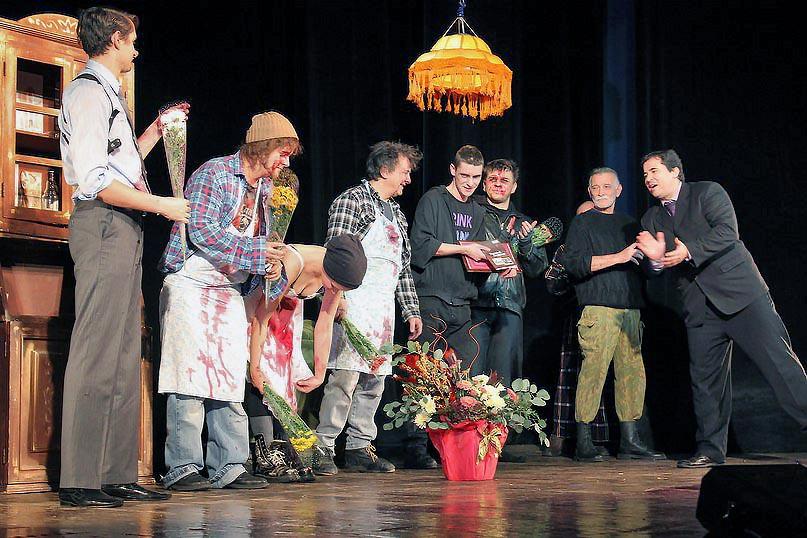 Озерская труппа представила на конкурс прошлогоднюю премьеру, спектакль «Лейтенант с острова Иниш