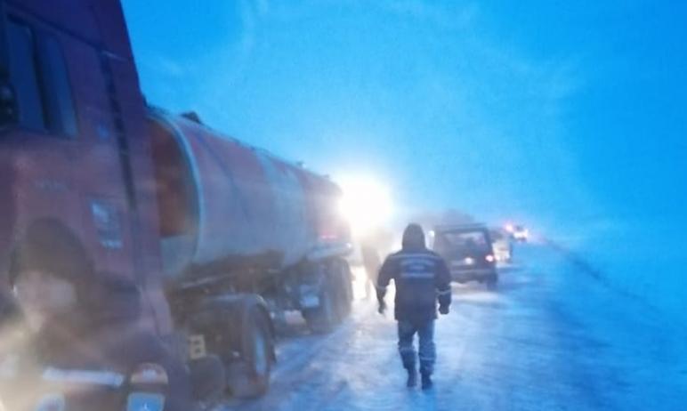 В Челябинской области спасателям из-за сильных переметов пришлось километр нести на носилках ране