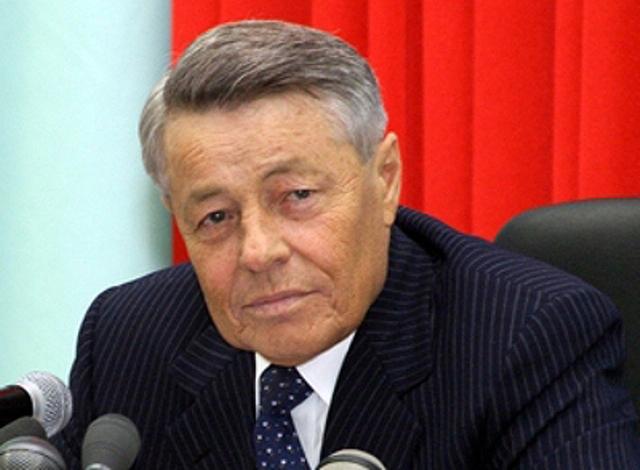 Петр Иванович Сумин родился в Челябинской области, окончил Челябинский политехнический институт.