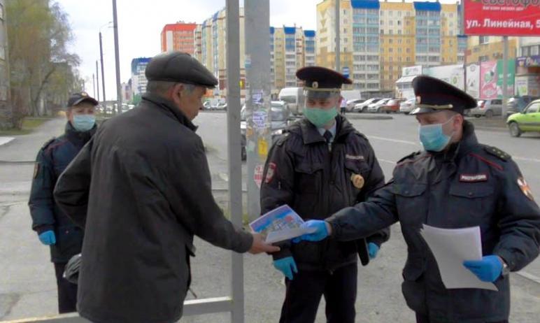 Несмотря на официальное распоряжение носить маски в общественных местах, магазинах и транспорте,