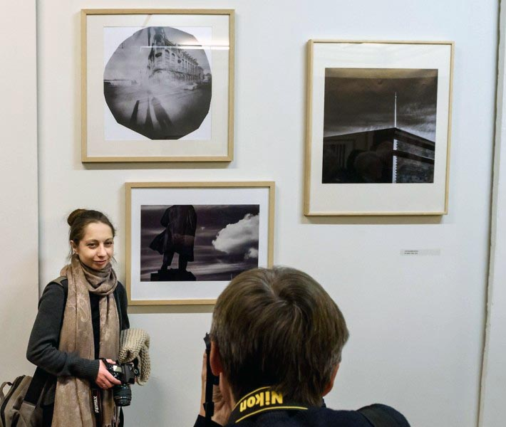 В состав фотовыставки включены около 400 работ, отражающих состояние современного фотоискусства в