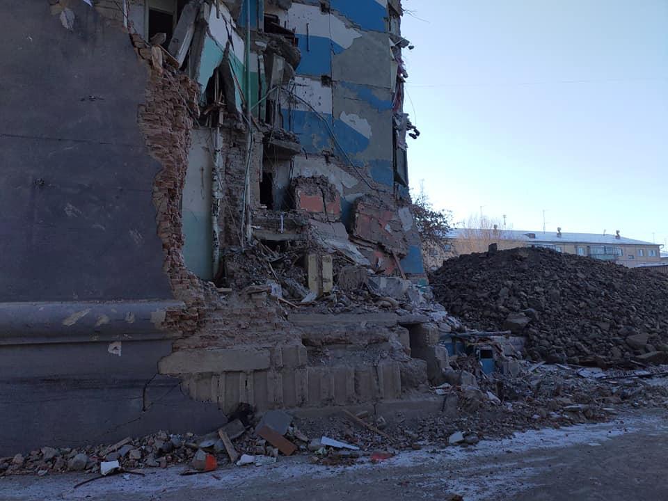 Работы по демонтажу 7 и 8 подъездов частично обрушившегося десятиэтажного дома в Магнитогорске (Ч