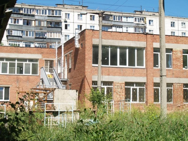 Больше года жители спального микрорайона в Тракторозаводском районе Челябинска бьются за здание п