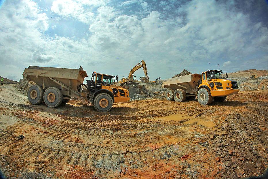 Речь идет о строительстве открытого рудника и обогатительной фабрики на Михеевском месторождении