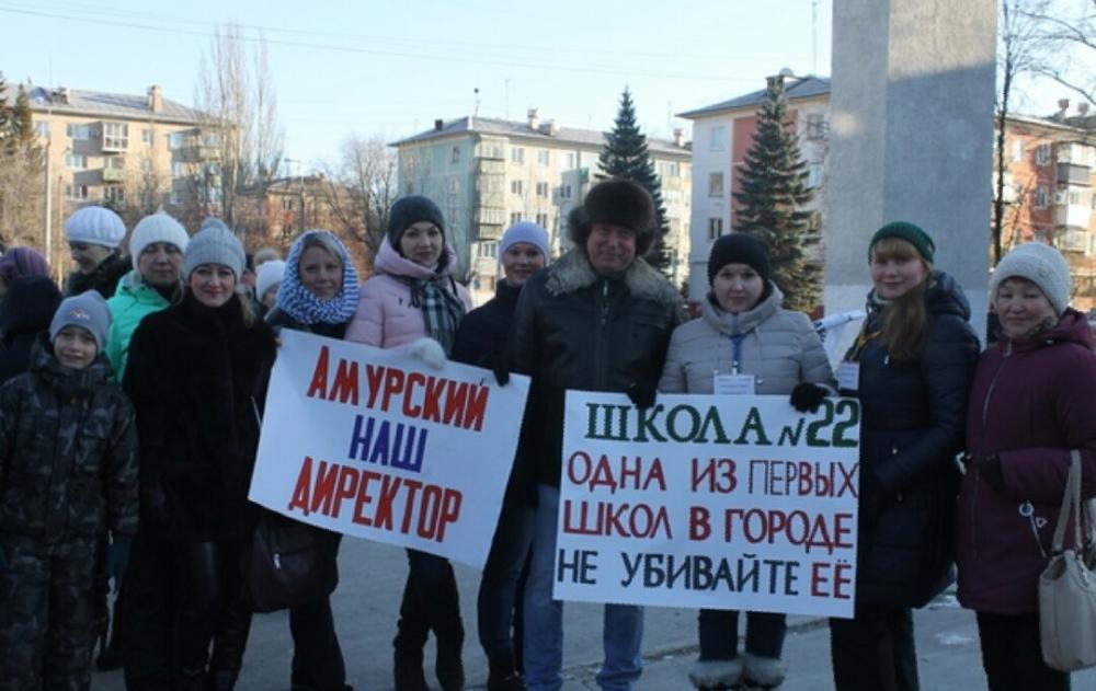 В минувшую субботу, 10 ноября, родители, учителя и школьники вышли на городскую площадь Озерска к