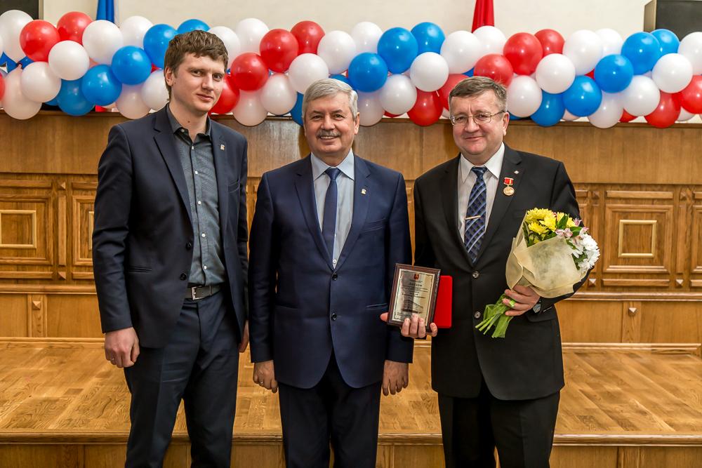 Как сообщили агентству «Урал-пресс-информ» в пресс-службе Челябэнерго, заслуженные награды и нагр